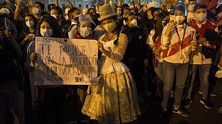 تجمع جوانان معترض پرویی پس از استعفای رئیس جمهوری این کشور
