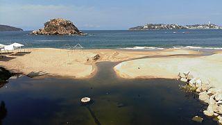 تلوث مياه المحيط بالمخلفات البلاستيكية