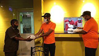 تقديم وجبات مجانية في مطعم برياني سبوت