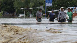 Fluten, Zerstörung und Leid in Lateinamerika durch Hurrikan Iota