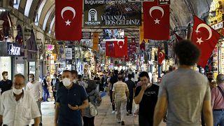 La Banca di Turchia aumenta i tassi, vola la lira