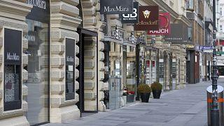 متاجر مغلقة في أحد شوارع فيينا النمساوية