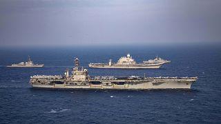 من السفن الحربية المشاركة في المناورات