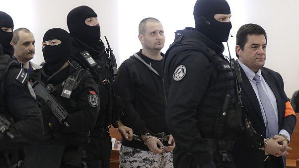 Jan Kuciak oknyomozó újságíró feltételezett gyilkosai a szlovákiai bíróság előtt