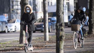 Straßenszene in Stockholm an diesem Freitag (20.11.20)