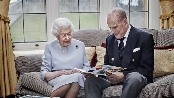 ملكة بريطانيا وزوجها