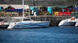 إسبانيا تضع المهاجرين في فنادق خالية - جزر الكناري