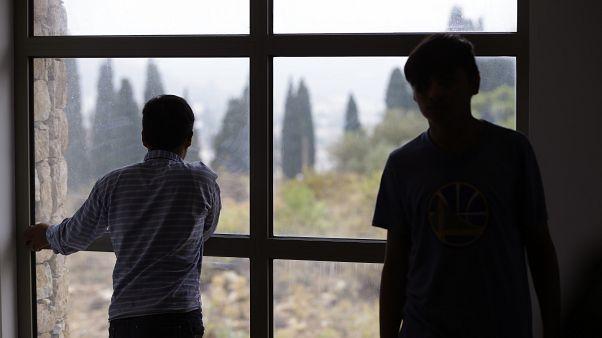 Yunanistan refakatsiz sığınmacı çocuklara 'koruyucu gözaltı' uygulamasını kaldırıyor