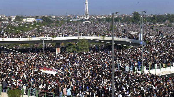 Rizvi'nin cenazesine on binlerce kişi katıldı