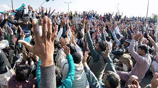 На похороны исламиста в пакистанском Лахоре собрались десятки тысяч человек