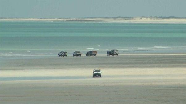 Batı Avustralya'nın Cable Beach plajı