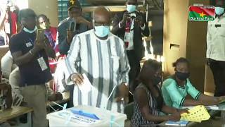 Video: Burkina Faso frontrunners Kabore, Diabre vote in Ouagadougou