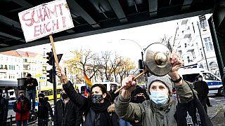 Covid-19-Zahlen in Europa: Proteste in Berlin, Bordeaux und Lissabon
