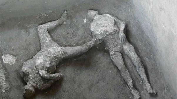 Dois corpos descobertos em Pompeia