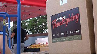 Reparto de alimentos entre la población, en Miami