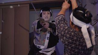 Японский театр уходит в сеть, а художники в природу