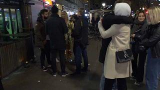 Junge Menschen auf der Straße in Stockholm