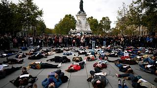 اعتراض نمادین به خشونت خانگی در میدان جمهوری پاریس