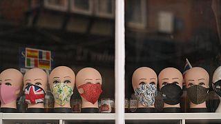 Les masques, un article très en vue cet hiver - Canterbury (Angleterre), le 23/11/2020