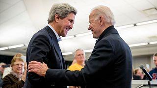 جیم کری، وزیر امور خارجه پیشین و جو بایدن، رئیس جمهوری منتخب آمریکا