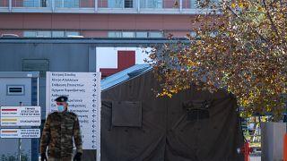 Nοσοκομείο εκστρατείας στον χώρο στάθμευσης του 424 Στρατιωτικού Νοσοκομείου Θεσσαλονίκης