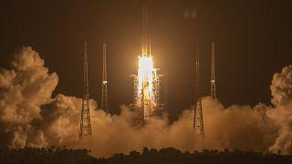 Lancement réussi de la fusée chinoise Longue-Marche 5, à destination de la lune - Wenchang, le 24/11/2020.