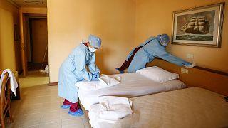 Una habitación de hotel para pacientes de covid en vez de turistas, un mal menor par el sector