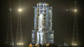 راکت «لانگ مارچ-۵» پیش از پرتاب به فضا
