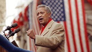 New York'un ilk siyahi Belediye Başkanı David Dinkins
