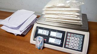 أكثر من 3 كيلوغرامات من الكوكايين ضبطت على متن طائرة من طرف الجمارك. أرشيف