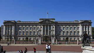 A Buckingham-palota idén júliusban - a járvány miatt jóval kevesebb a turista, mint a szokásos