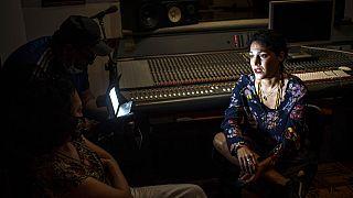 Καλλιτέχνης από την Κούβα στο στούντιο