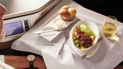British Airways dining sets and collectibles are being sold after retiring the Boeing 747.