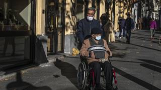 Los mayores serán prioritarios para la vacunación en España