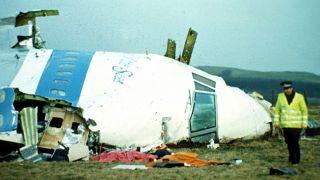 Обломки взорванного в небе над Локерби самолета.