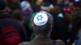 Γερμανία: Αντισημιτισμός στις διαδηλώσεις κατά των περιοριστικών μέτρων