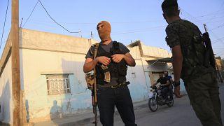 Suriye'nin kuzeyinde SDG'ye bağlı bir savaşçı