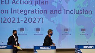 ایلوا یوهانسون و مارگاریت اسکیناس دو کمیسر اتحادیه اروپا در جلسه معرفی برنامه جدید ادغام