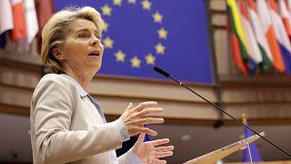 رئيسة المفوضية الأوروبية أورسولا فون دير لاين خلال مناقشة  تطورات خروج بريطانيا من الاتحاد الأوروبي