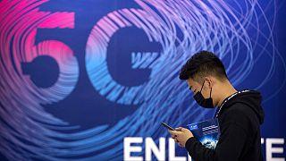 Az 5G hálózatot népszerűsítő plakátok egyike Kínában