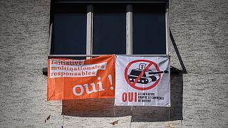 لافتات خاصة باستفتاء سويسرا