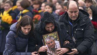 سوگواری خانواده خدمه پرواز هواپیمایی اوکراین که در ایران ساقط شد