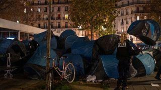 برچیدن چادرهای مهاجران در مرکز پاریس
