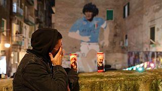 ناراحتی یکی از فوتبالدوستان از مرگ مارادونا در ناپل