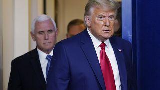 Donald Trump, en la Casa Blanca, seguido del vicepresidente Mike Pence (24/11/2020)
