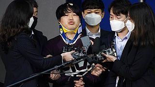 24 yaşındaki Cho Ju Bin, cinsel istismar suçu sebebiyle 40 sene hapis cezasına çarptırıldı.