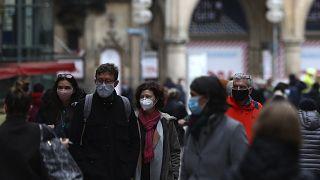 پیشبینی میشود نخستین گروه از شهروندان اروپا به زودی واکسینه شوند