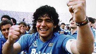 Maradona festeja a conquista do primeiro campeonato italiano para o Nápoles (1987)