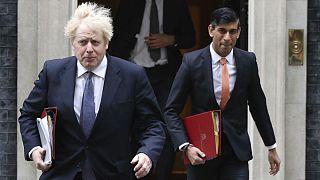 ریشی سوناک، وزیر دارایی(سمت راست) و بوریس جانسون، نخست وزیر بریتانیا(سمت چپ)