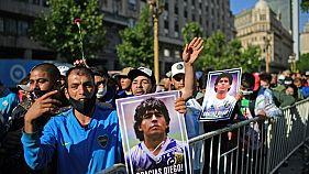 La folla fuori dalla Casa Rosada di Buenos Aires, Argentina